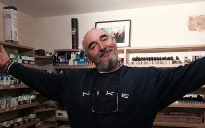 """Roberto a ouvert sa boutique de vape après un infarctus : """"pour faire du bien aux autres""""…"""